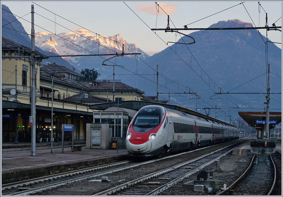 A SBB ETR 610 to Milano by his stop in Domodossola.