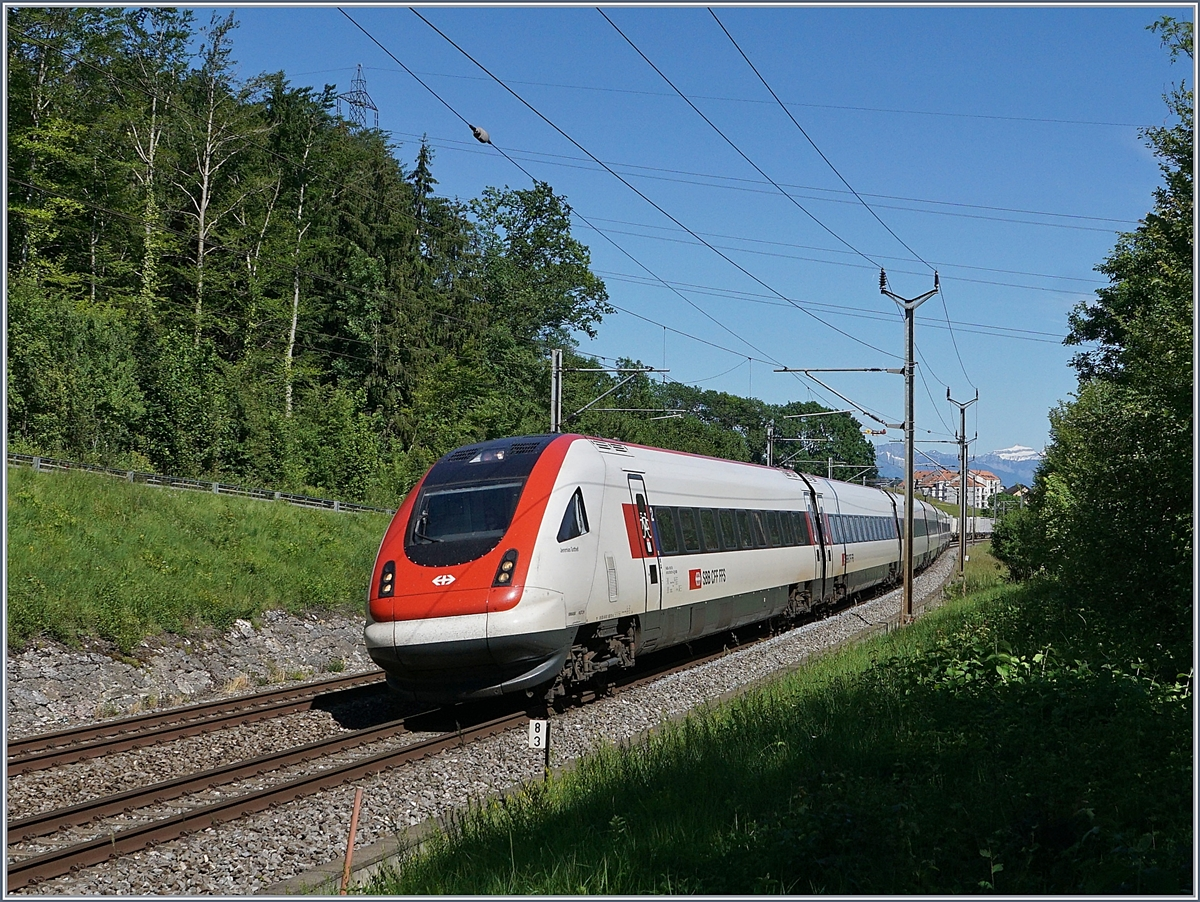 A SBB ICN on the way to St Gallen near Bussigny. 