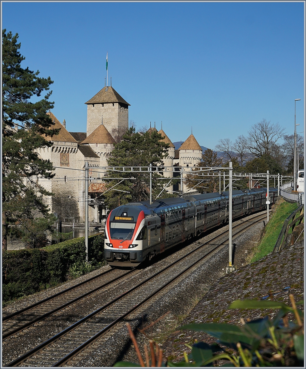 A SBB RABe 511 on the way from St-Maurice to Annemasse (via Lausanne) by the Castle of Chillon.