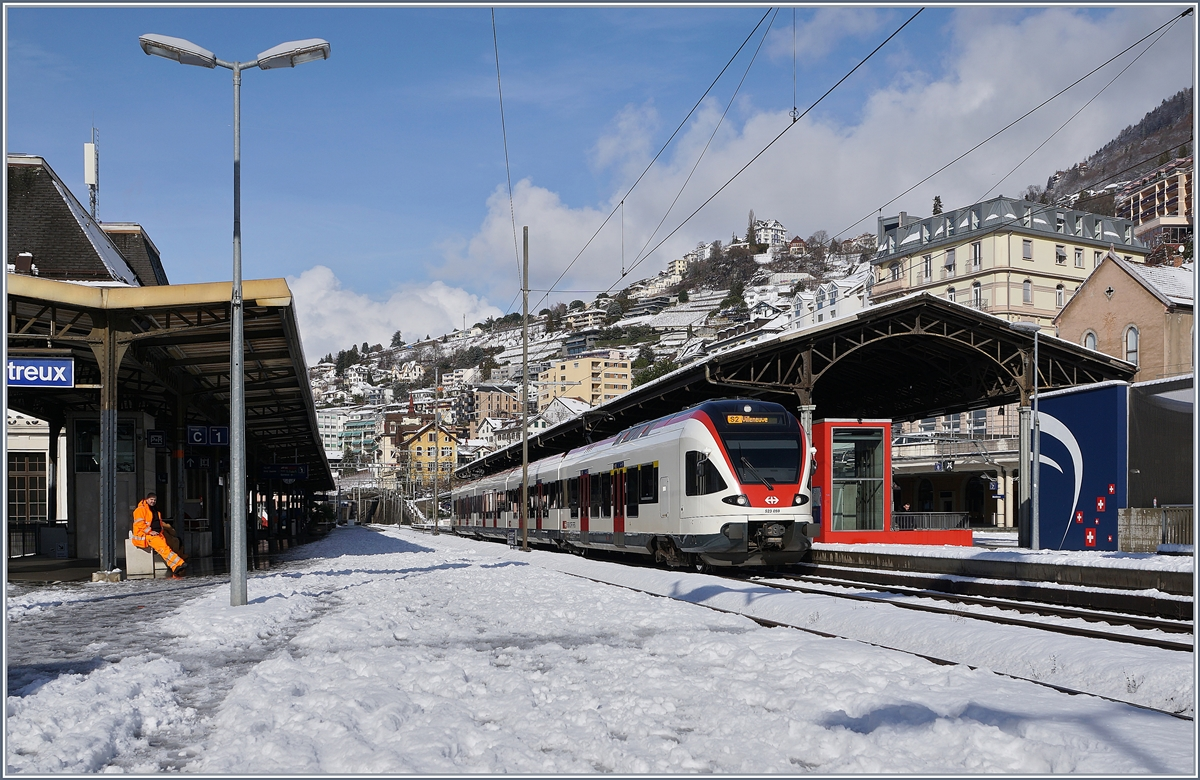 A SBB RABe 523 on the way to Villeneuve by his stop in Montreux.