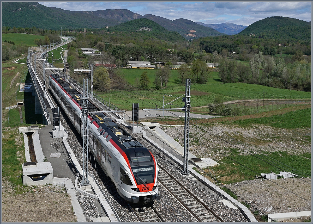 A SBB RABe 524 (TILO) on th way to Varese by the Bevera Bridge.