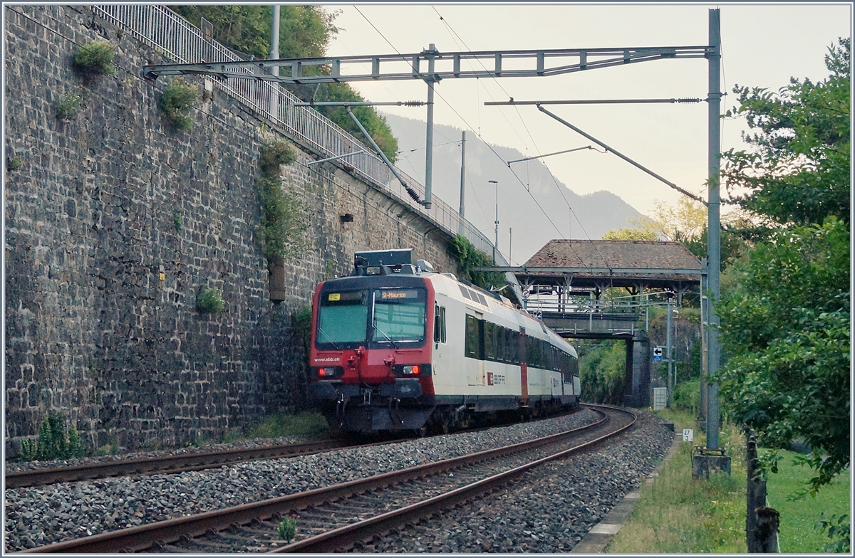 A SBB RABe 560 on the way to St-Maurice by the Castle of Chillon.