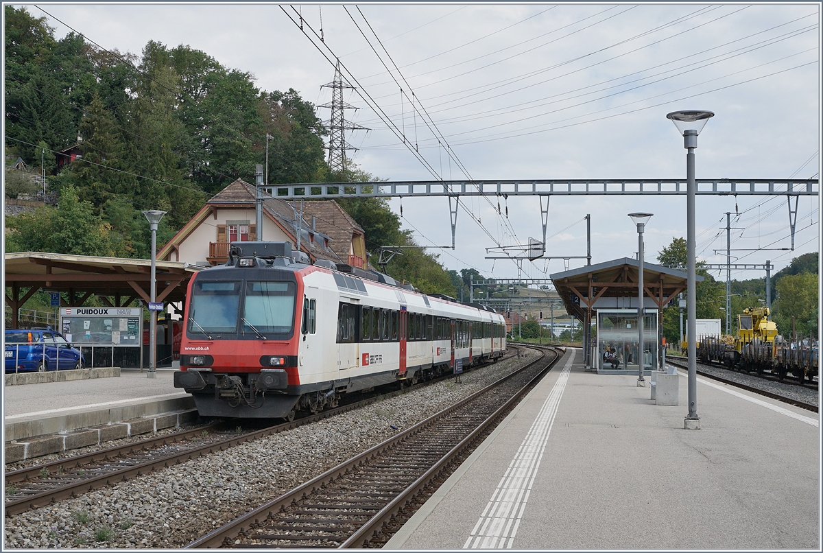 A SBB RABe Domino train on the way to Kerzers by his stop in Puidoux-Chexbres.