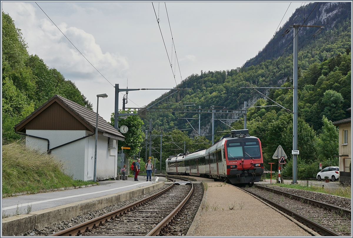 A SBB RBDe 560 Domino to Neuchâtel in Champ du Moulin.