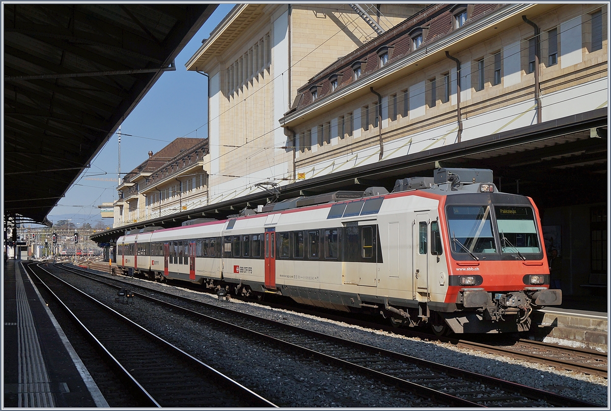 A SBB RBDe 560  Domino  on the way to Palézieux by his stop in Lausanne.