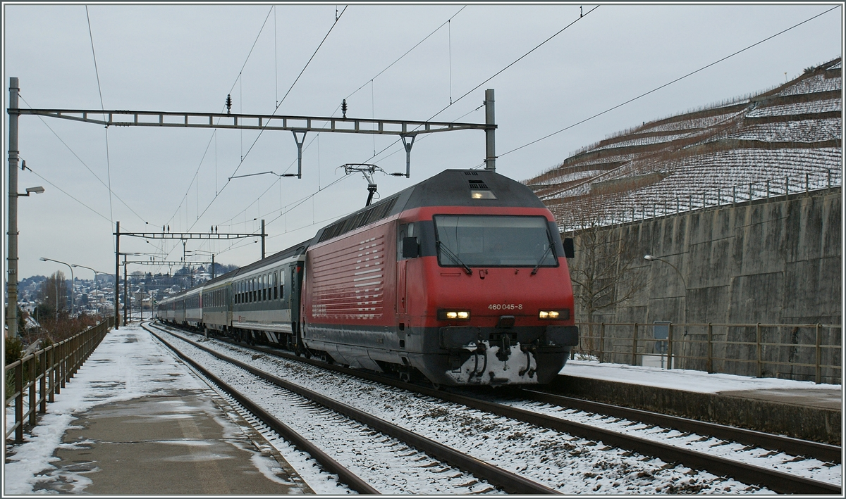 A SBB Re 460 is arriving with his IR at Villette VD.
