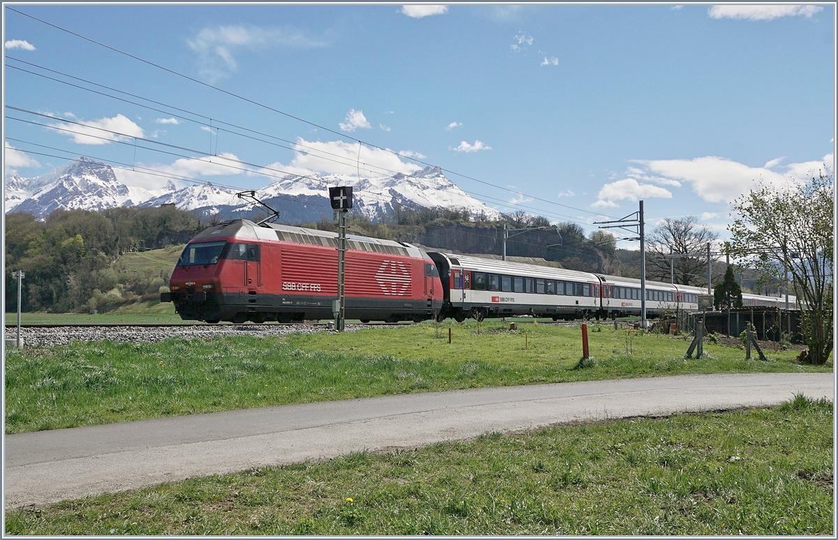 A SBB RE 460 with an IR by Aigle.
