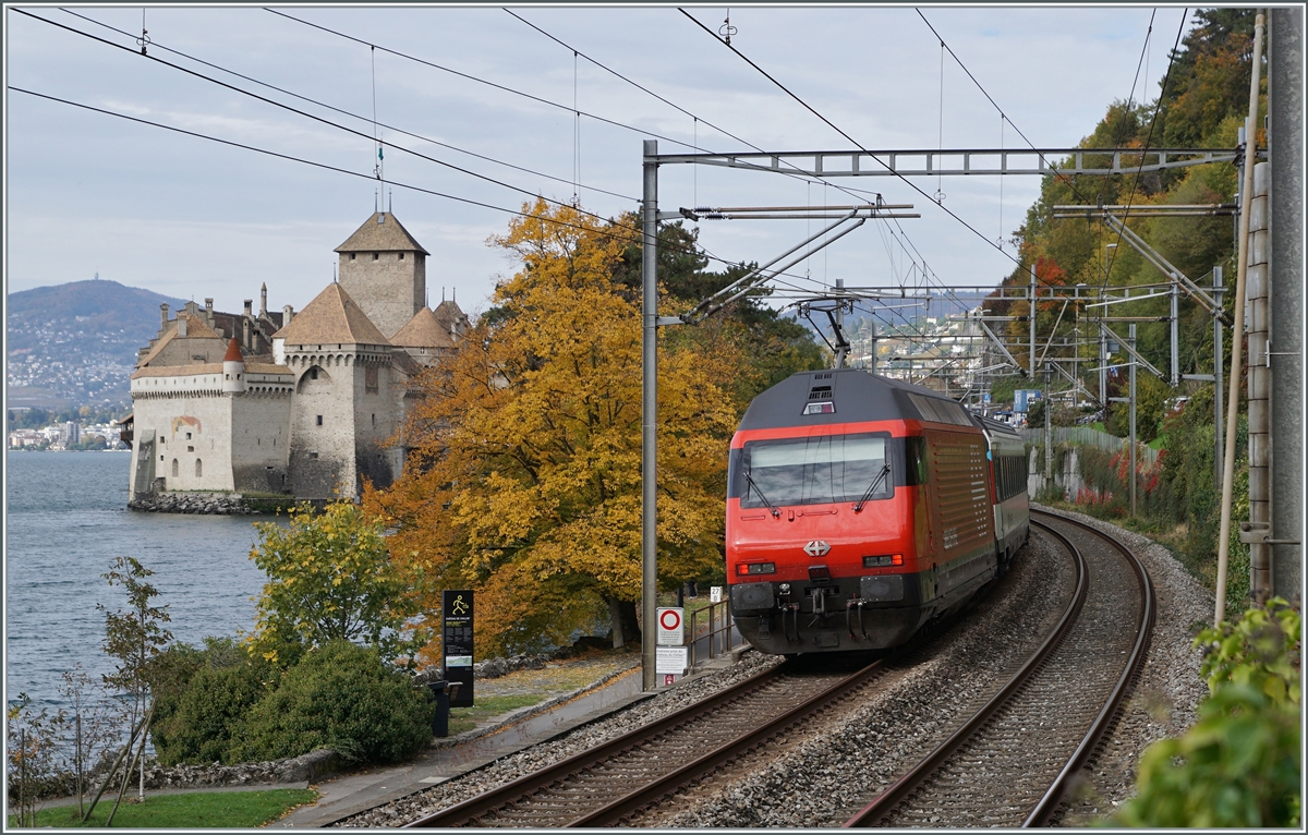 A SBB Re 460 with an IR 90 by the Castle of Chillon.