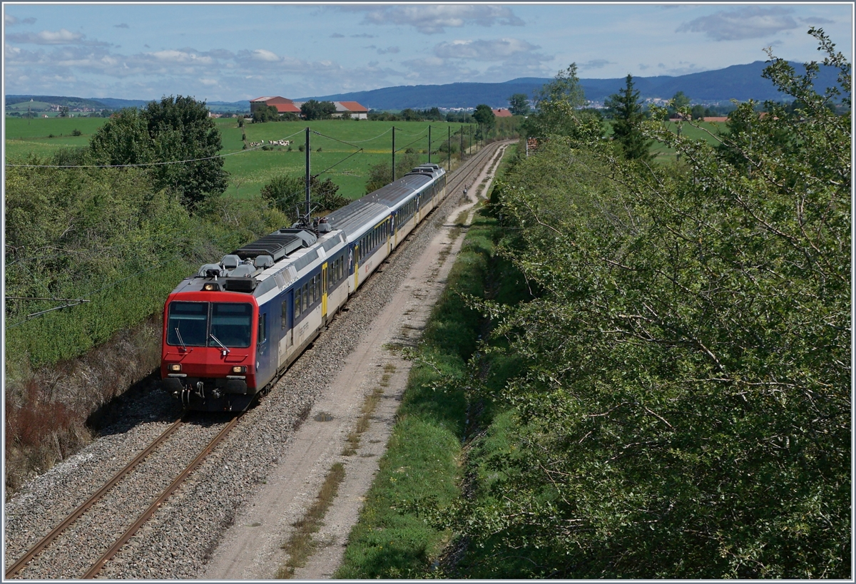 A SBB SBB RBDe 562 wiht his RE 18124 on the way from Neuchatel to Frasne near La Rivière-Drugeon. 