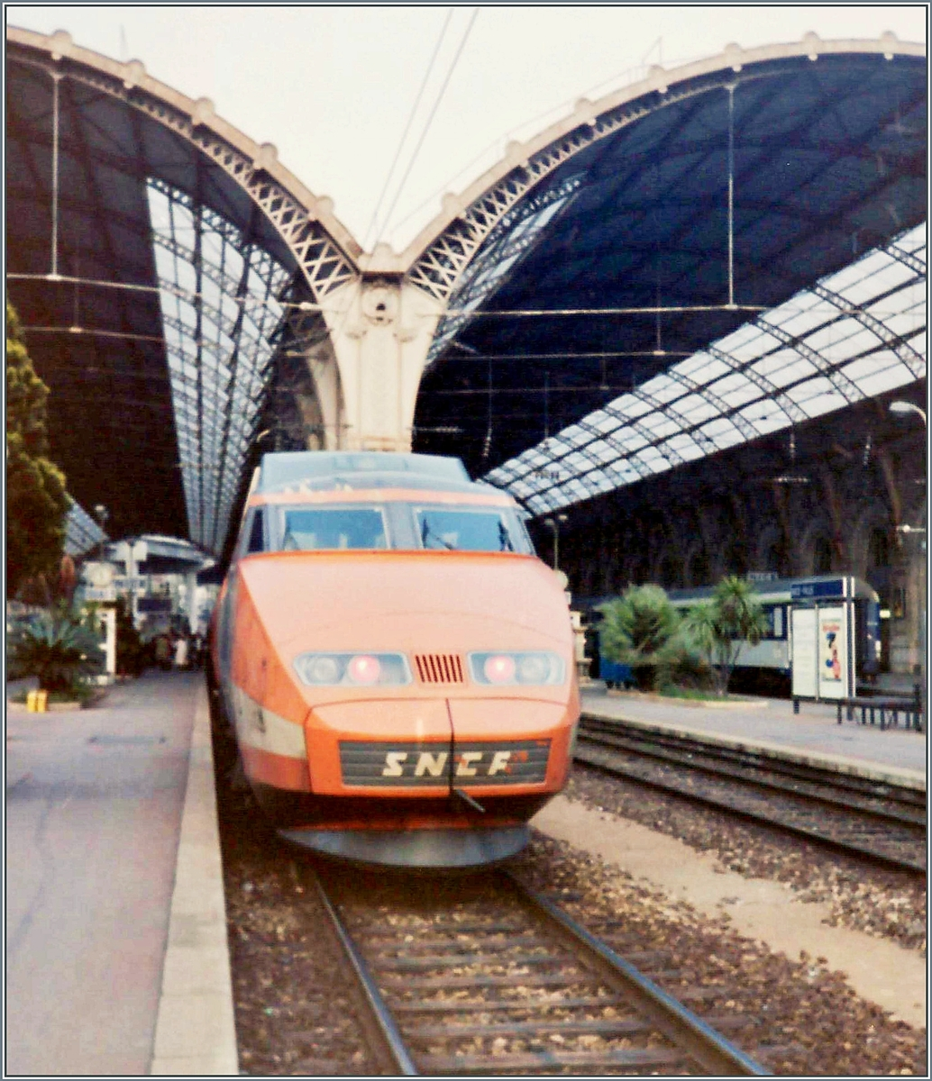 A SNCF TGV (PES) in Nice-Ville is waiting his departure. 