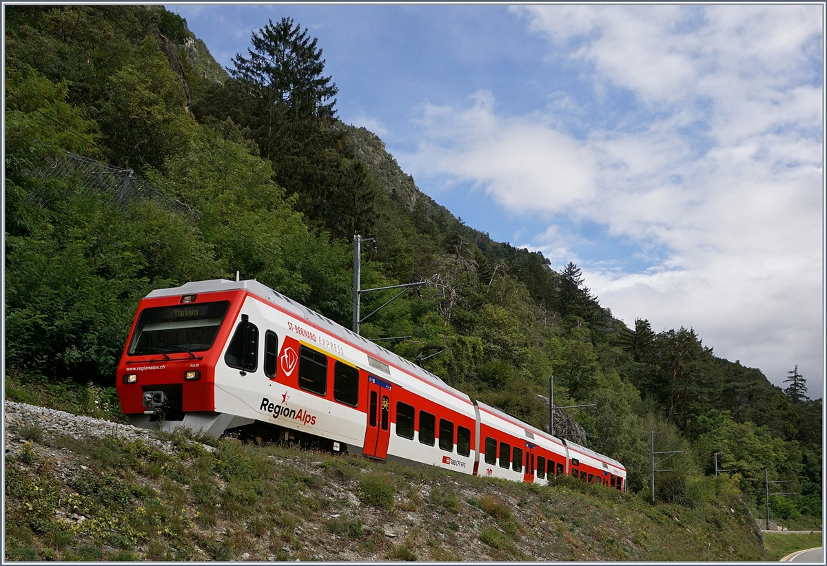 A TMR Regio Alps local train from Le Chable to Martingy between Sembrancher and Bovernier. 13.09.2017