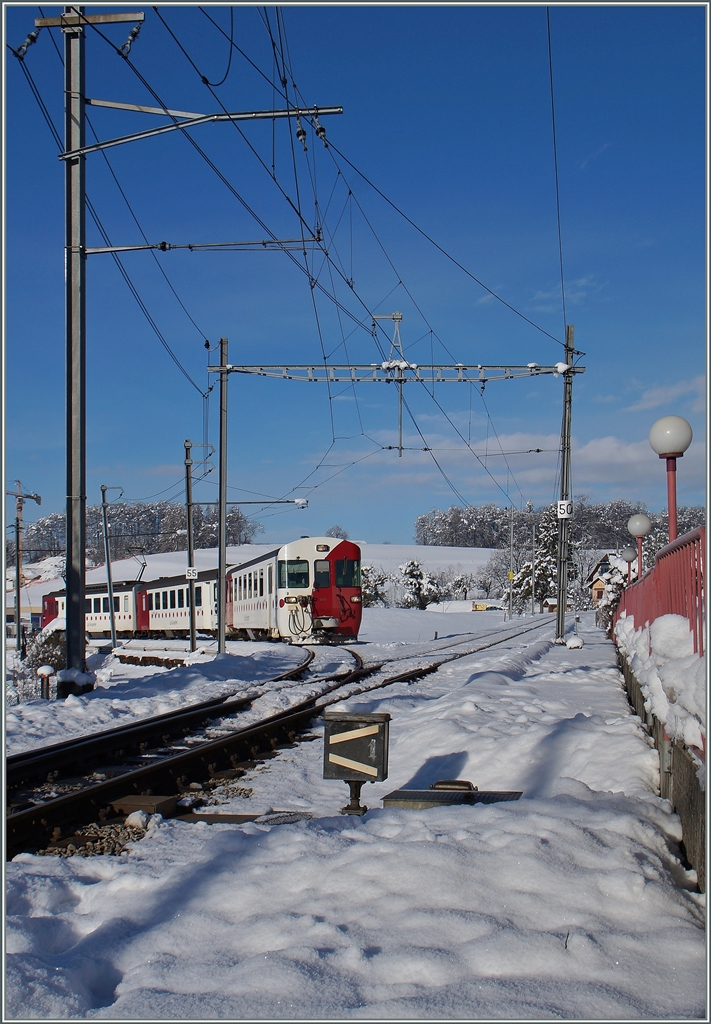 A TPF local train from Palézieux is arriving at Châtel St Denis.