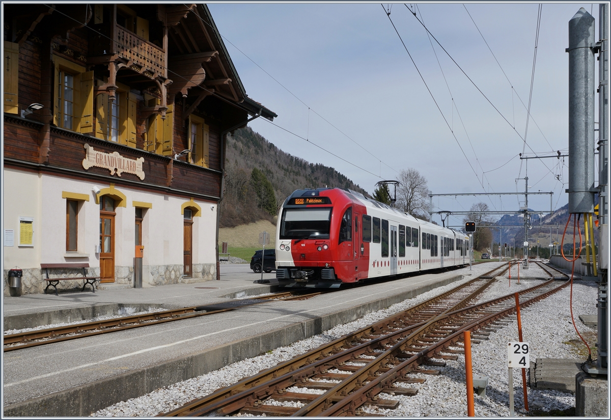 A TPF SURF local train in Grandvillard on the way to Palézieux.