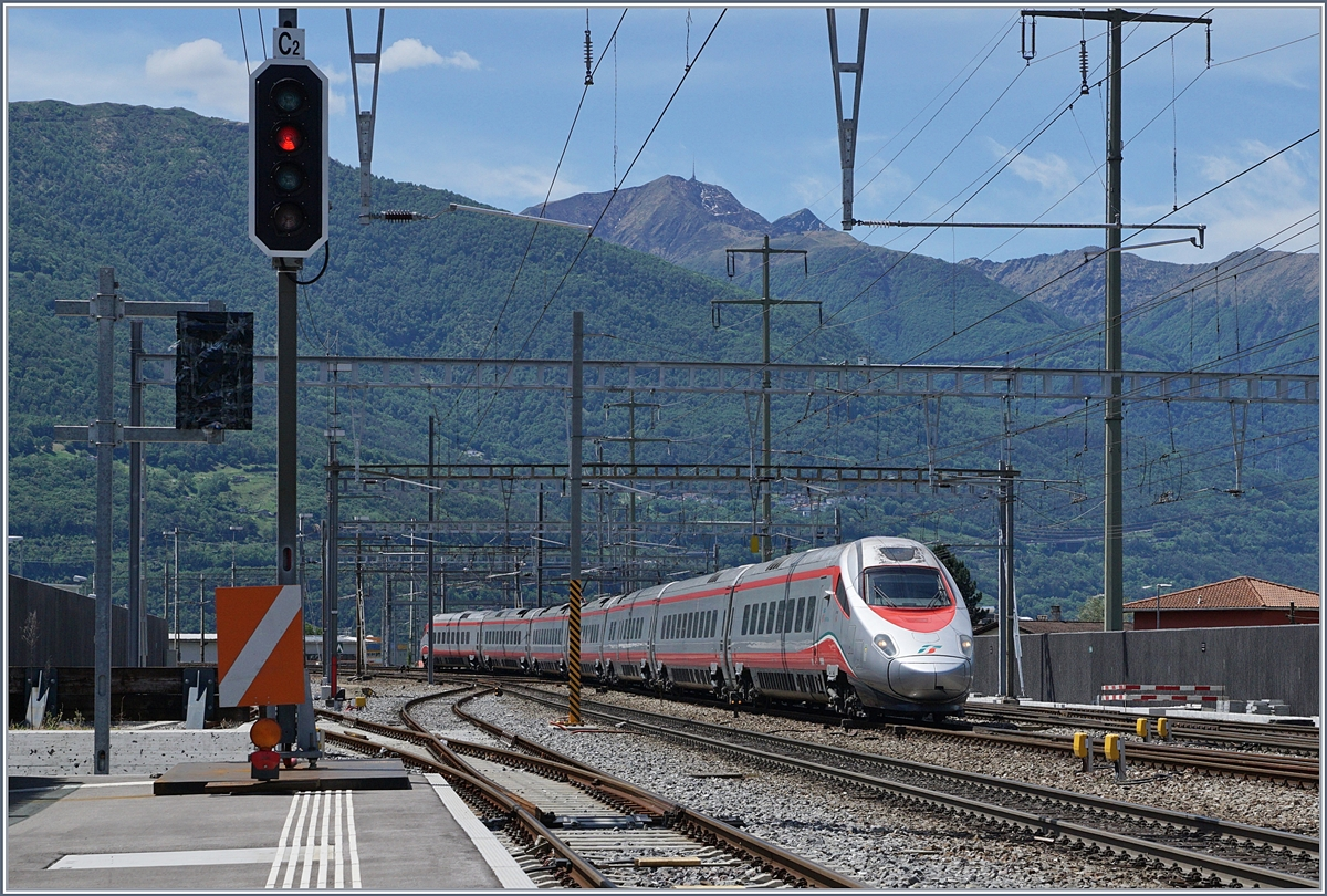 A Trenitalia ETR 610 on the way to the North in Giubianso.