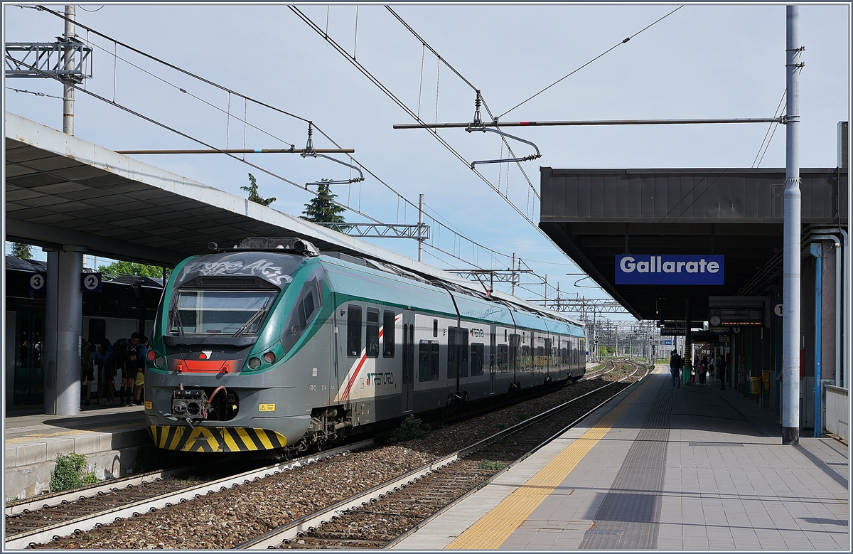 A Trenord ETR 425 from Porto Ceresio to Milano Porta Garibalid by his stop in Gallarate.
