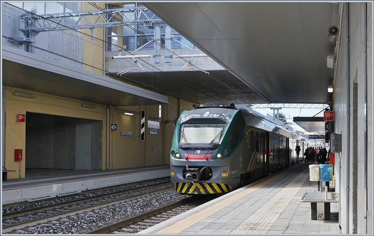 A Trenord ETR 425 on the way to Porto Ceresio by his stop in Induno Olona.