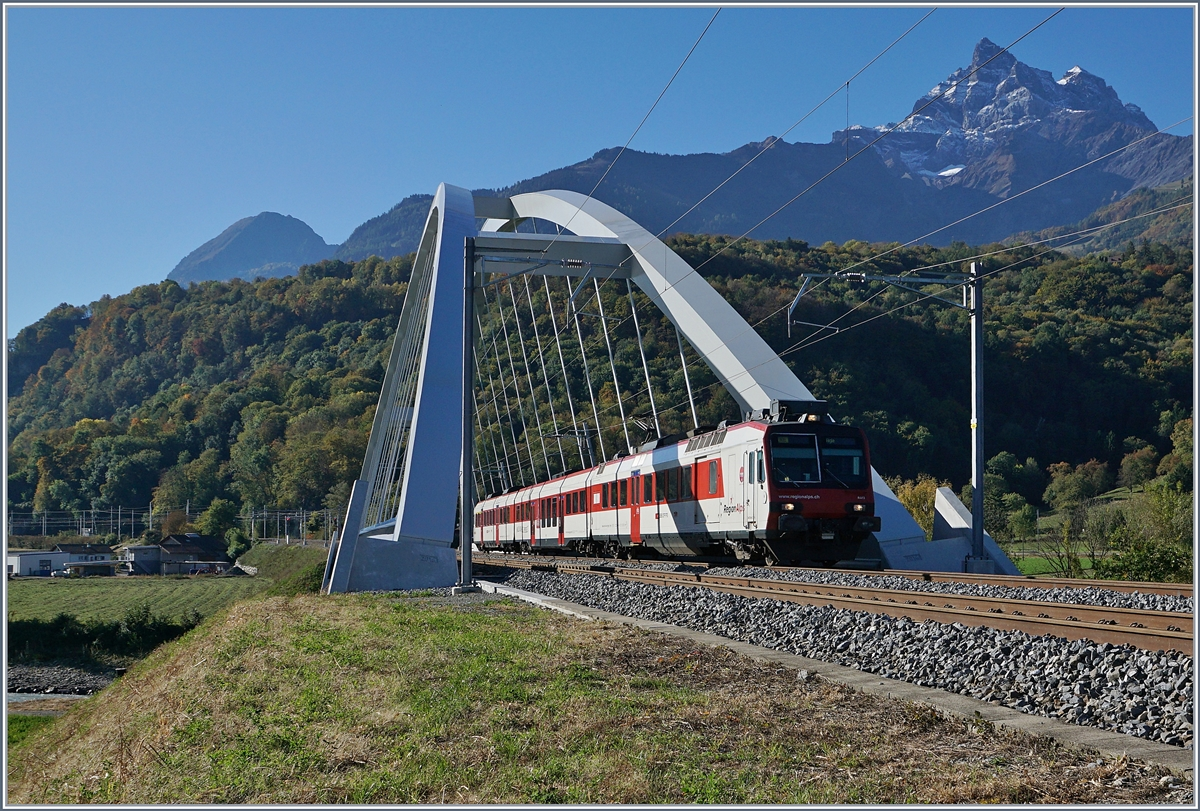 A  Walliser -Domino on the new MassogexBridge on the way to Aigle.