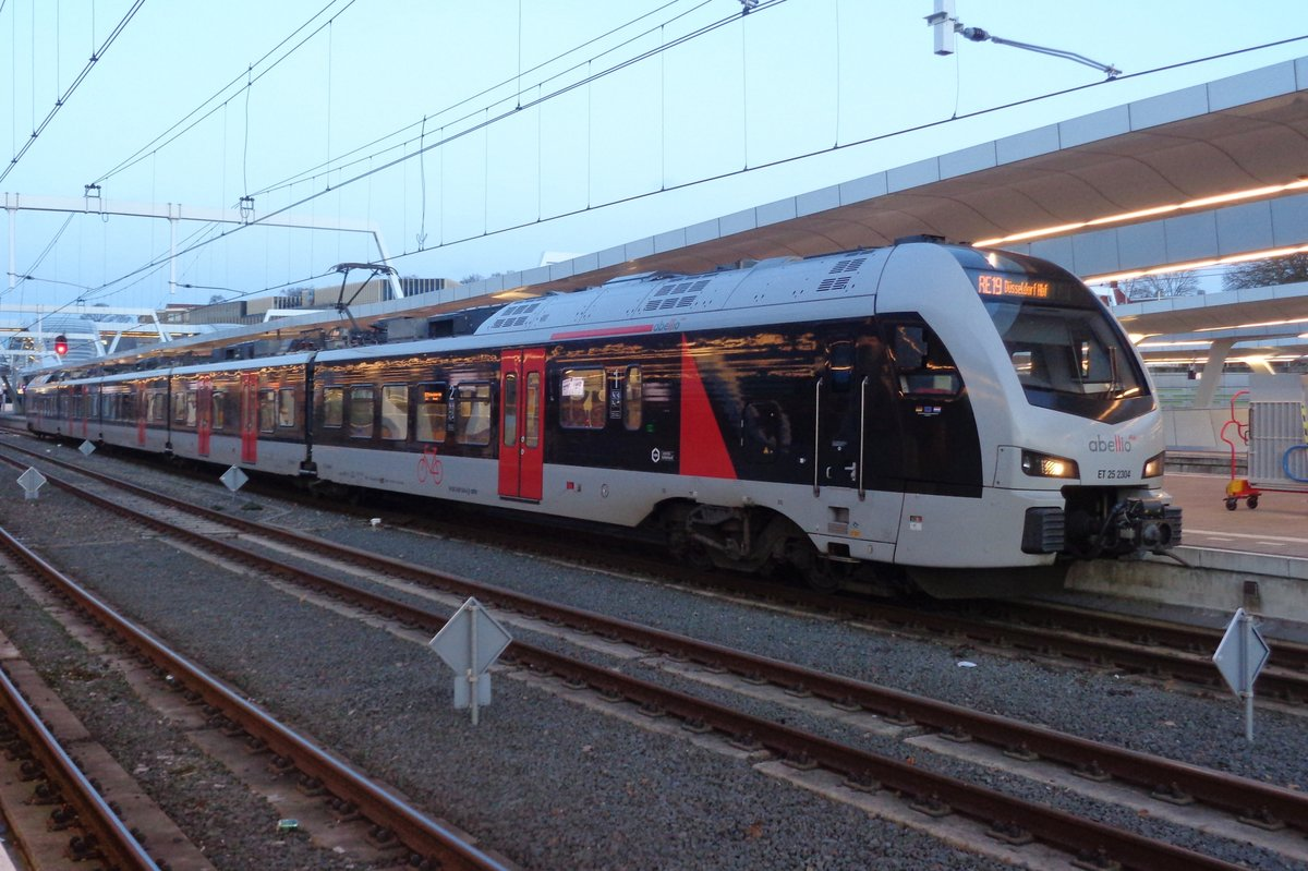 Abellio ET25-2304 stands in Arnhem early on 7 January 2018.