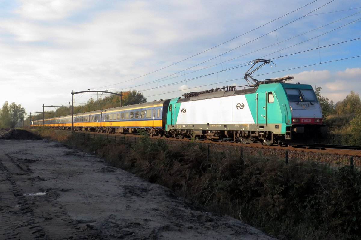 Alpha Trains 186 222 used to be CoBRA 2830 and is now rented by NS Reizigers. She is seen here on 5 November 2020 speeding through Tilburg Reeshof with a southbound service. THis spot is completely legally admissable.