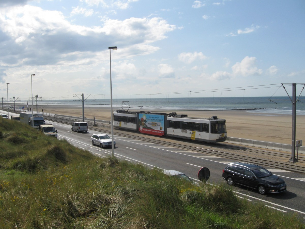 An unidentified BN Kusttram Car on the Boulevard at Oostende, 25/08/2014.