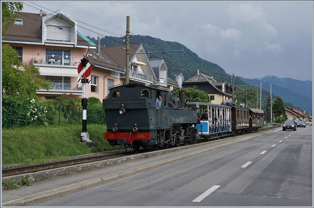 Blonay-Chamby Mega Steam festival 2018: The CP E 164 is arriving at Blonay.