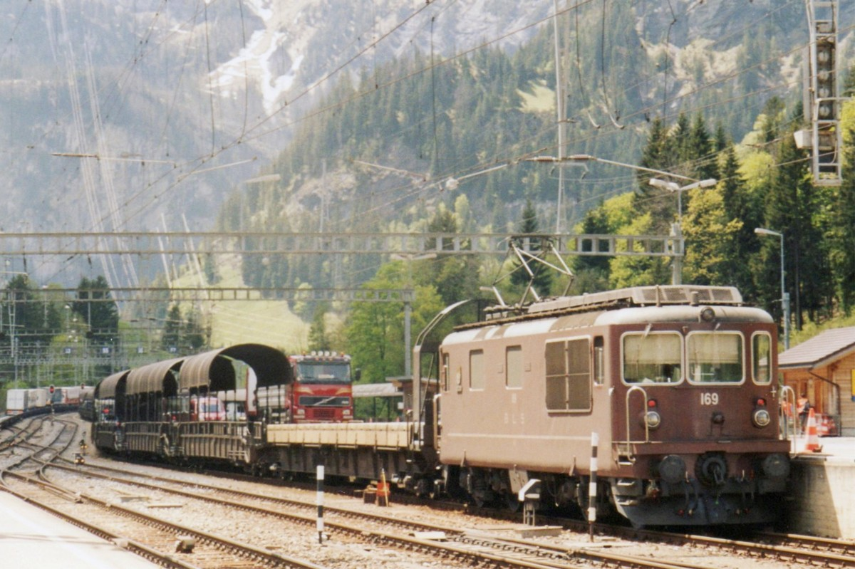 bls 169 stands at kandersteg with an car carrying train to goppenstein on 20 may 2006 rail. Black Bedroom Furniture Sets. Home Design Ideas