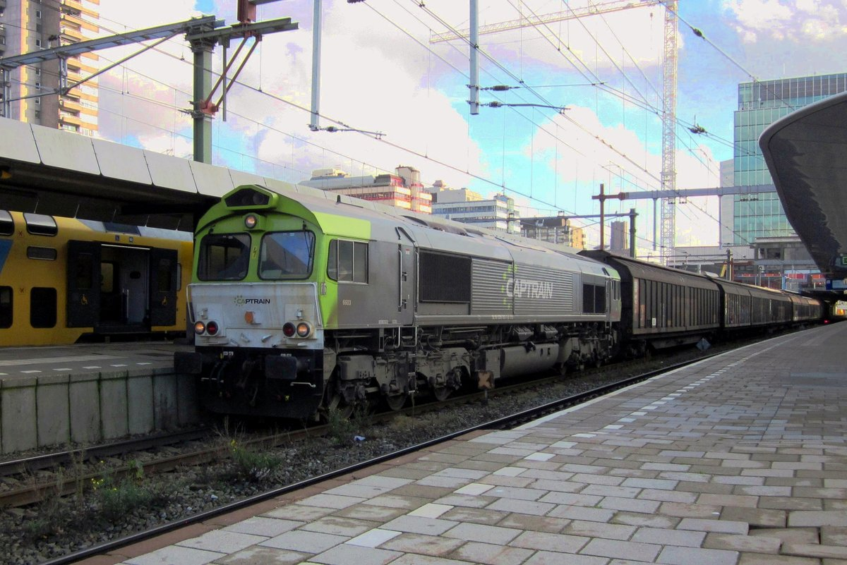 CapTrain 6603 stands on 11 November 2012 at Utrecht Centraal with a block train to Amsterdam-Westhaven.