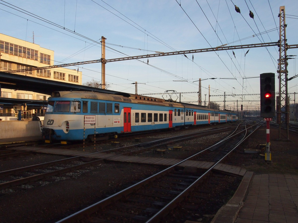 CD 451 015 on railway station Kralupy nad Vltavou at 16.12. 2013.