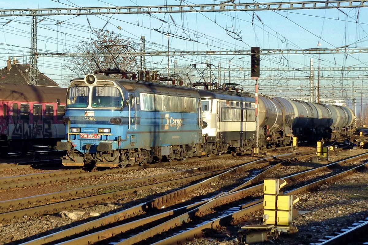 CD Cargo 230 095 hauls an oil train through Bratislava hl.st. on the very last day of 2016.