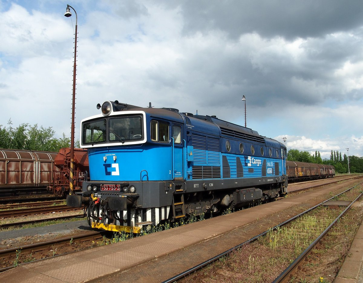 CD Cargo 753 753-3 in railway station Neratovice on 16.5.2016