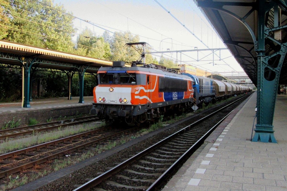 Cereals train with HUSA 1606 passes through 's-Hertogenbosch on 3 August 2013.