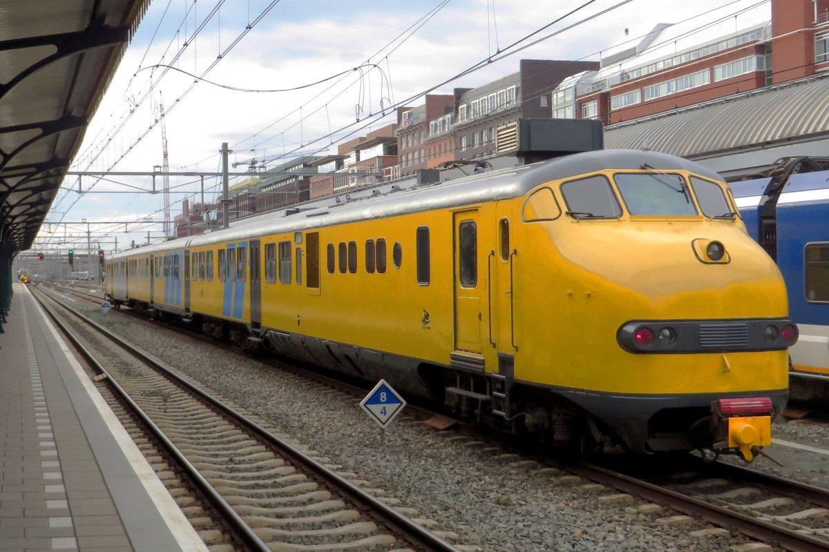 CREW 2454 owns ex-NS Plan U 151, which is seen passing through 's-Hertogenbosch on 15 November 2020.