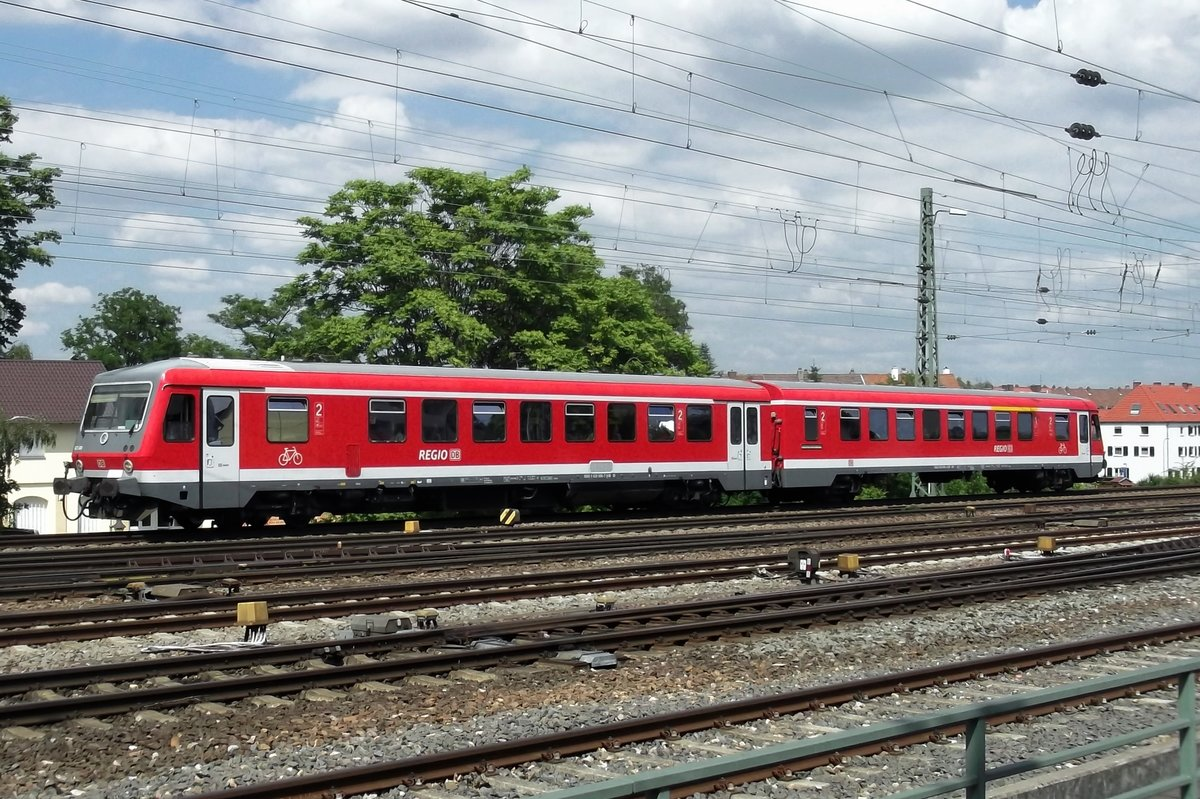 DB 628 686 enters Neustadt (Weinstrasse) on 31 May 2014.