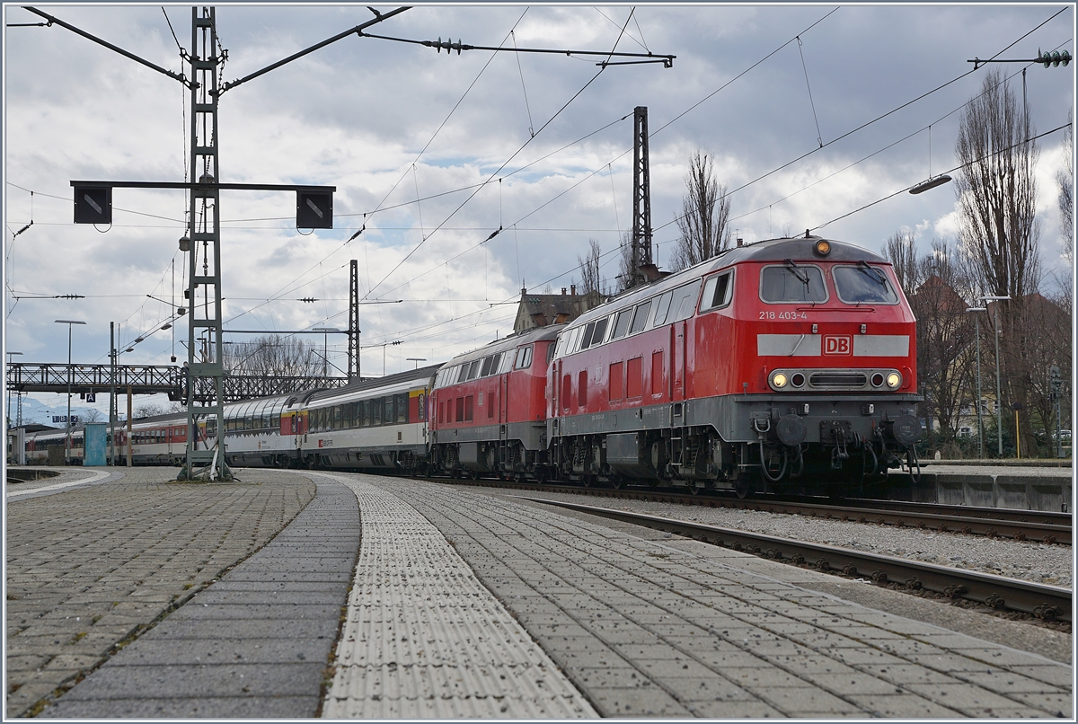 DB V 218 403-4 and 422-4 wiht an EC to München in Lindau.