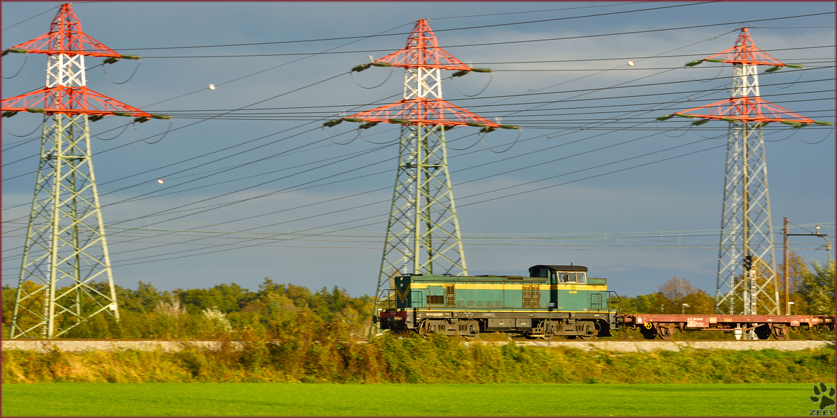Diesel loc 643-028 pull freight train through Bohova on the way to Tezno yard. /14.10.2014