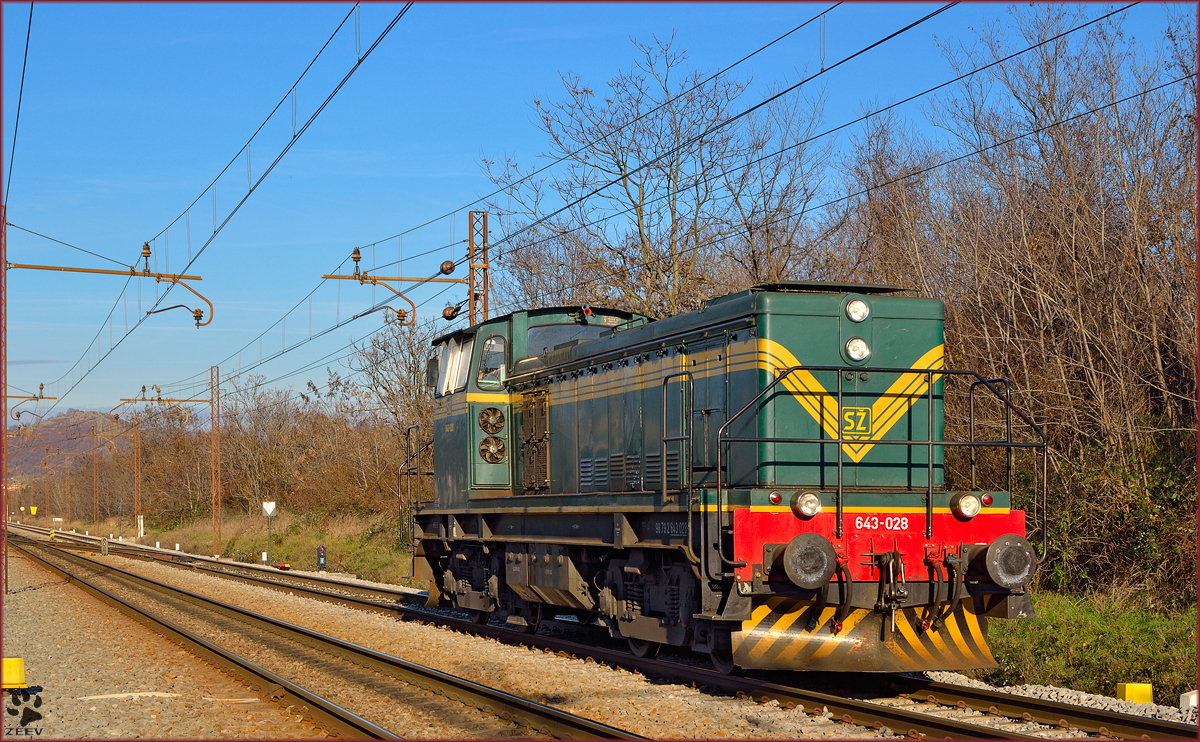 Diesel loc 643-028 run through Maribor-Tabor on the way to Tezno yard. /10.12.2013