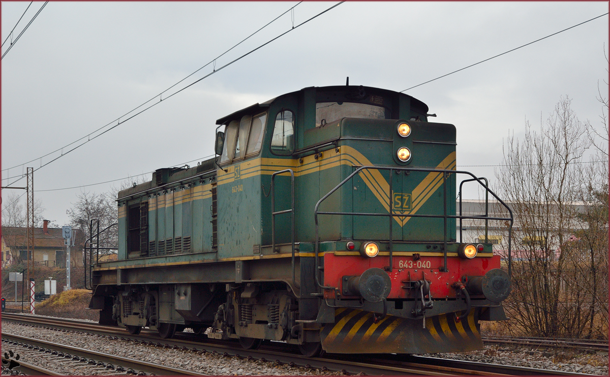 Diesel loc 643-040 is running through Maribor-Tabor on the way to Maribor station. /20.1.2014