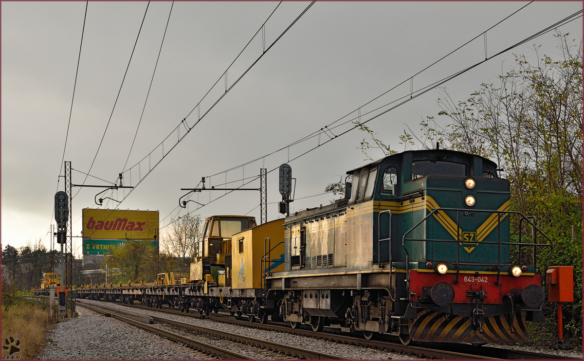 Diesel loc 643-042 pull freight train through Maribor-Tabor on the way to Studenci station. /17.11.2014