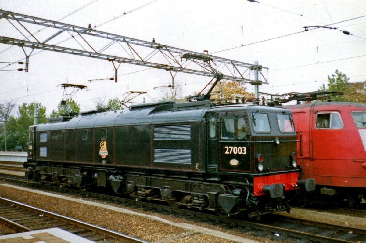 Disguised as her parent loco BR 27003 DIANA, ex-NS 1501 stands on 24 October 1998 at Venlo.