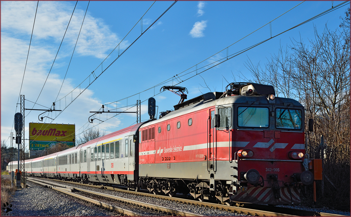 Electric loc 342-005 pull EC158 'Croatia' through Maribor-Tabor on the way to Vienna. /14.1.2015