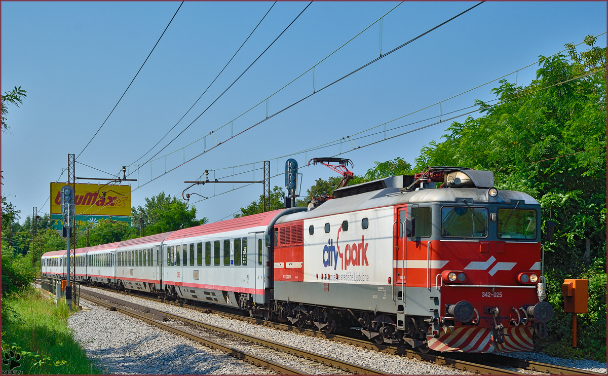 Electric loc 342-025 pull EC158 'Croatia' through Maribor-Tabor on the way to Vienna. /18.7.2014