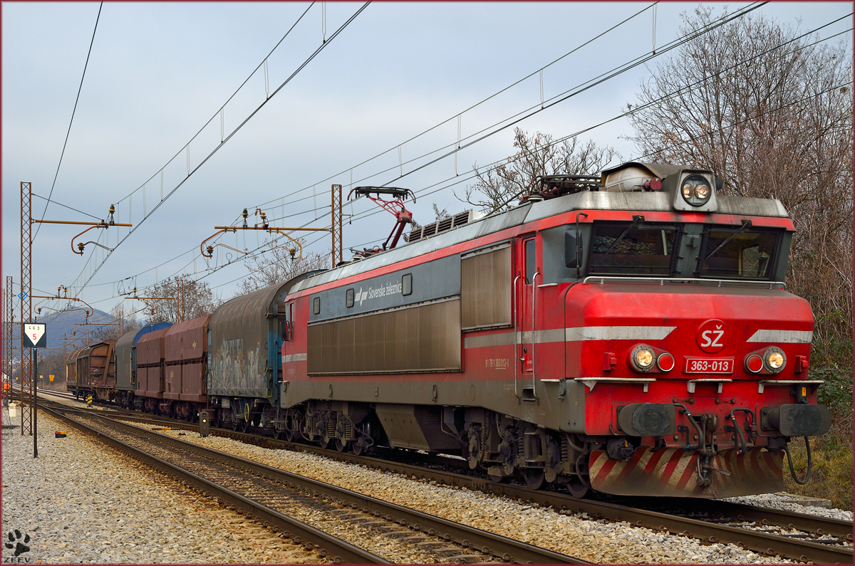 Electric loc 363-013 is hauling freight train through Maribor-Tabor on the way to Tezno yard. /22.1.2014