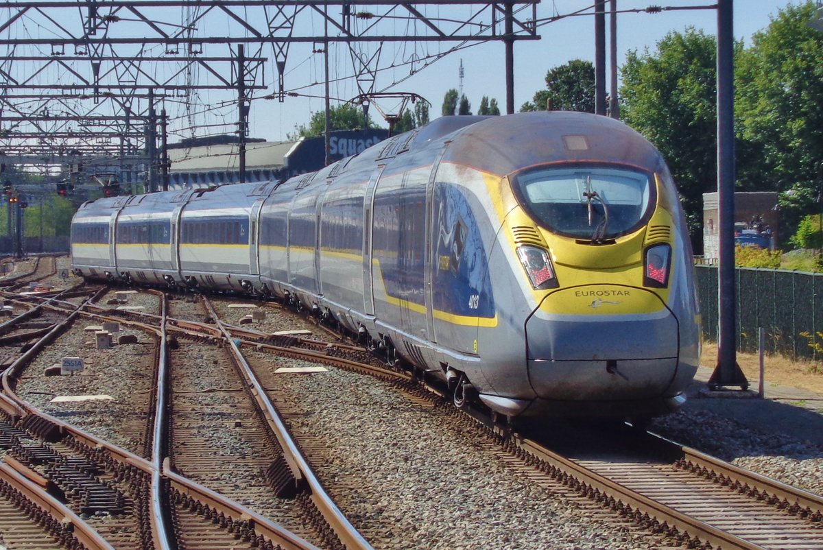 EuroStar 4013 quits Amsterdam Centraal for the journey to London via Bruxelles-Midi and Lille on 5 July 2018.