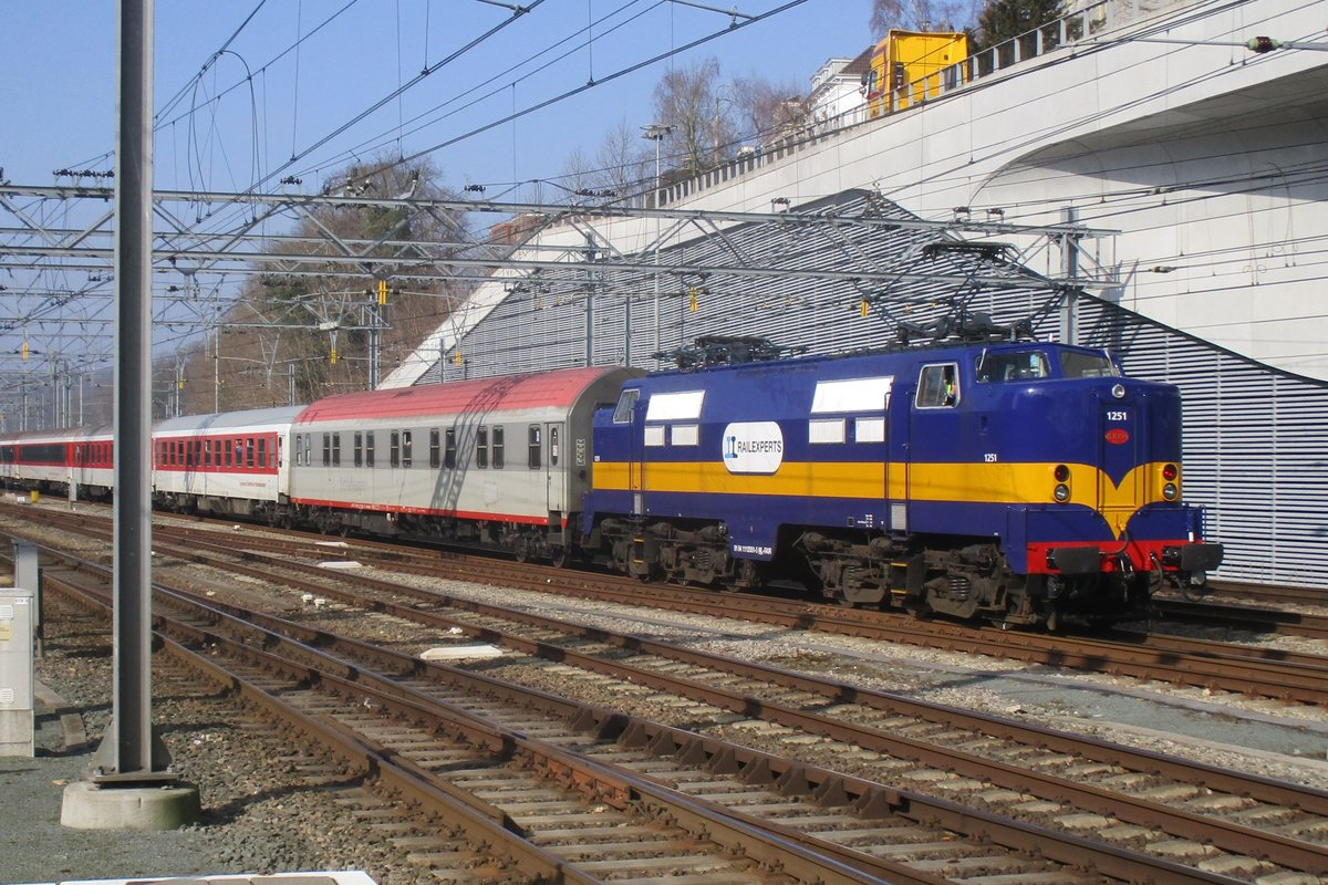 Ex-ACTS 1251 enters Arnhem Centraal with an overnight train on 4 March 2018.