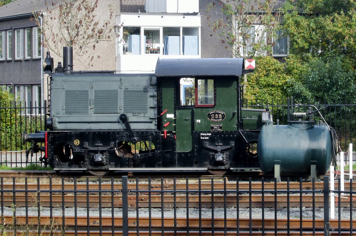 Former NS 288 stands on 25 October 2015 at Hoorn with the SHM.
