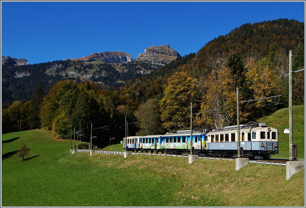 From Le Sépey comming is a ASD Heritge train on the way to Aigle near Les Planches.