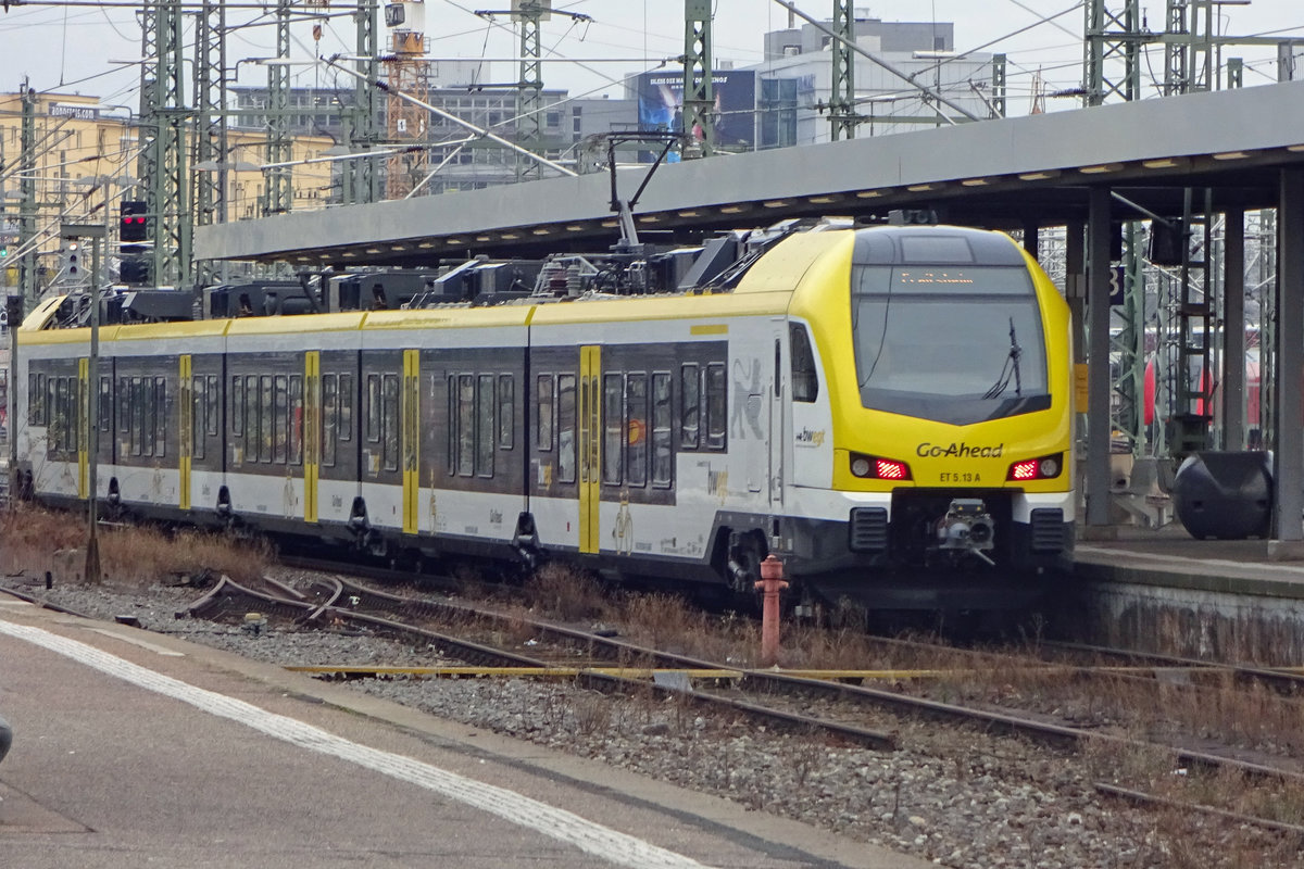 Go-Ahead ET5-13 quits Stuttgart Hbf on 3 January 2020.