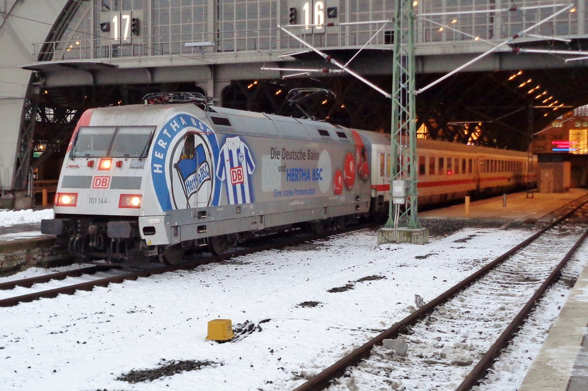 Hertha-BSC 101 144 stands in Leipzig Hbf on 2 January 2017.