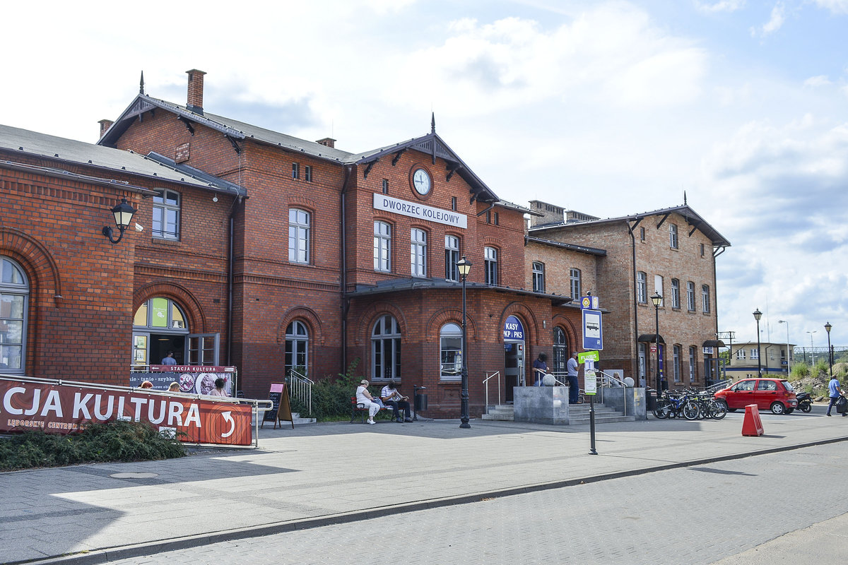 Lębork railway station is serving the town of Lębork, in the Pomeranian Voivodeship, Poland. The station opened in 1870 and is located on the Gdańsk–Stargard railway. The line from Gdańsk to Słupsk reached Lębork in 1870 as a single track, standard gauge rail line. Date: August 19 2020.