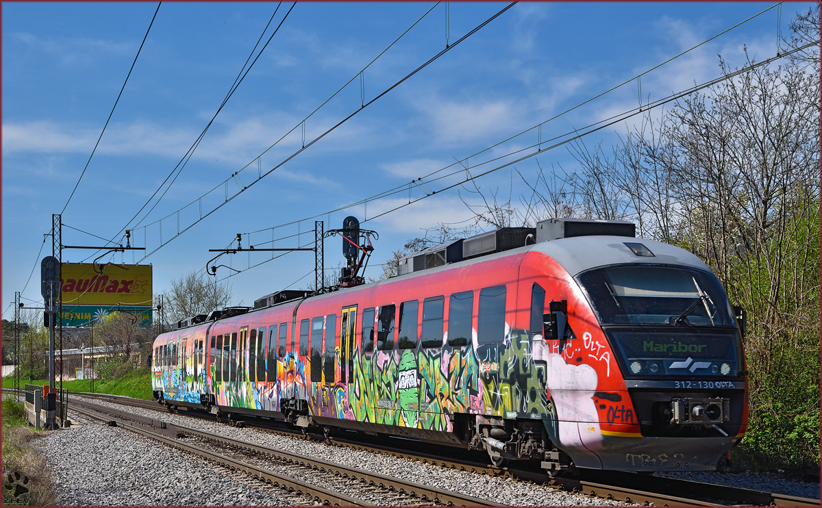 Multiple units 312-130 run through Maribor-Tabor on the way to Maribor station. /16.4.2015